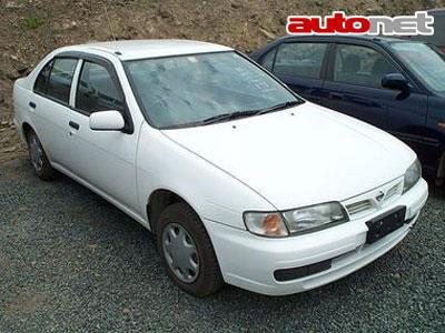 Nissan Pulsar седан.