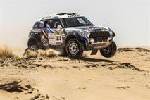 Владимир Васильев выигрывает второй спецучасток на гонке в Абу-Даби, фото 2