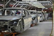 Выпуск машин сокращается вслед за падением их продаж, фото 1