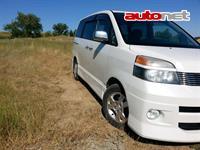 Toyota Voxy 2.0