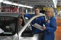 АвтоВАЗ уволит менеджеров и отблагодарит рабочих, фото 1