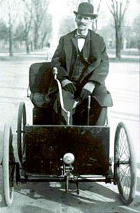Первая поездка на первом Форде. За рулем сам изобретатель.  (1896 год)