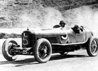 Самый первый автомобиль с трезубцем на эмблеме