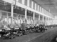 Поточная линия выпуска Oldsmobile в самом начале ХХ века