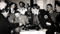 Сначала Фердинанд Порше представил фюреру модель жука. Реакция была положительной...