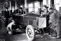 Собирается самый первый автомобиль марки Volvo (1927 год)
