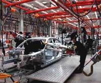Провинция Ляонин, 20 мая 2004 года. Сборка автомобилей BMW на заводе BMW Brilliance Automotive Shenyang - совместном предприятии BMW и  Shenyang Automotive