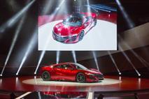 Acura показала в Детройте серийную версию прототипа NSX, фото 2