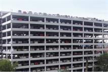 В Подмосковье машина упала с восьмого этажа парковки, фото 1