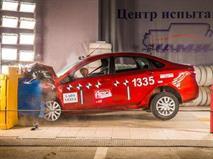Новая Lada Vesta оказалась безопаснее Hyundai Solaris