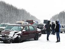 Из-за непогоды в Подмосковье столкнулись 15 автомобилей и 2 автобуса