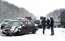 Из-за непогоды в Подмосковье столкнулись 15 автомобилей и 2 автобуса, фото 1