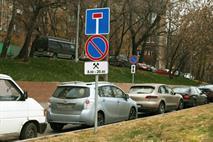 Москвичи и дальше смогут парковаться под запрещающими знаками, фото 1