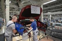 Производство автомобилей в России упало на 25%