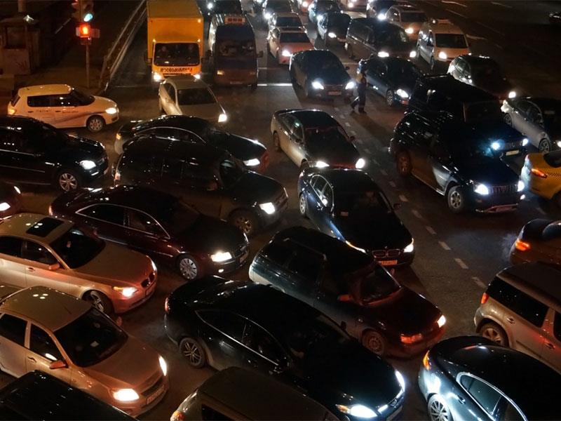 Для борьбы спробками на трассах предлагают поменять ПДД