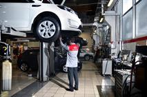 Россияне стали вновь ремонтировать машины в гаражах, фото 1