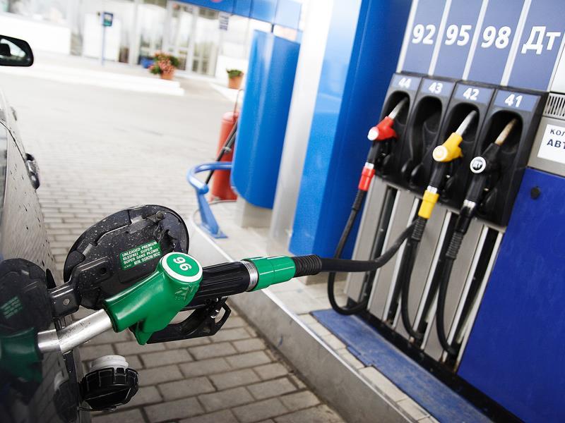 В областях Российской Федерации и столицеРФ дорожает бензин идизтопливо