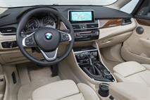 В России появился переднеприводный компактвэн BMW, фото 3