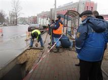 В Ярославле мужчина на светофоре провалился под асфальт