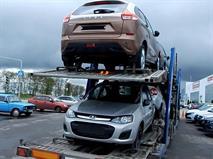 Автовозы не успевают поставлять дилерам новые Lada