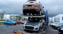 Автовозы не успевают поставлять дилерам новые Lada, фото 1