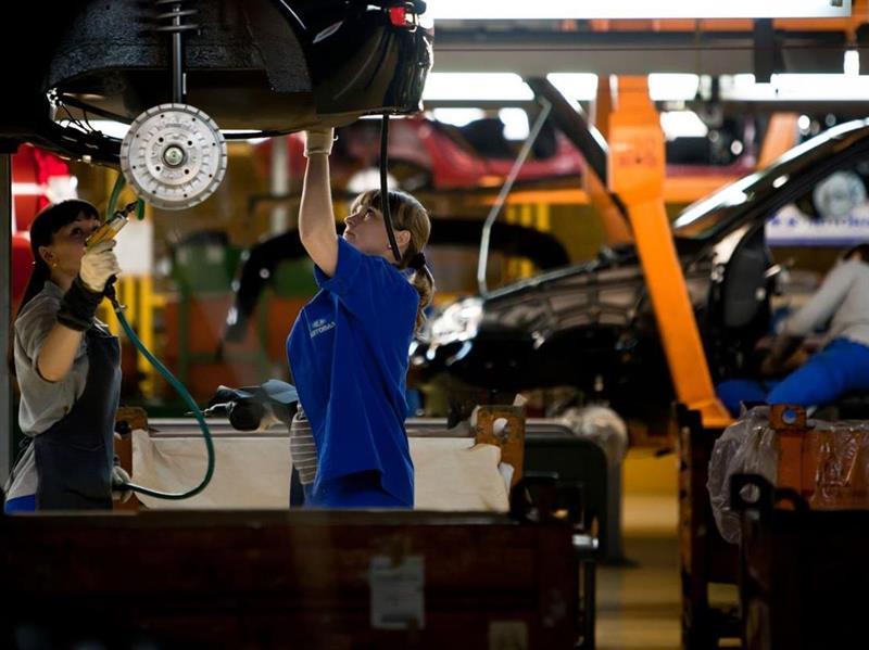 «АвтоВАЗ» несомневается, что уровень продаж русских авто будет больше 300 тыс.