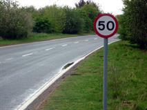 На подмосковных трассах ограничили скорость 50 км/ч