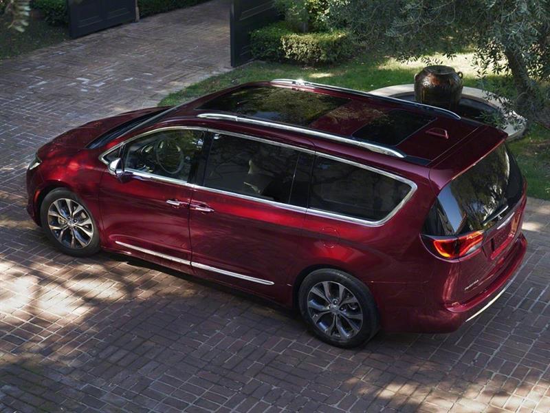 В России разрешили продавать новый минивэн Chrysler