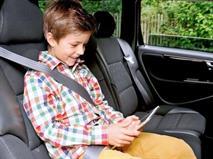 Детей старше семи лет разрешили перевозить без автокресел