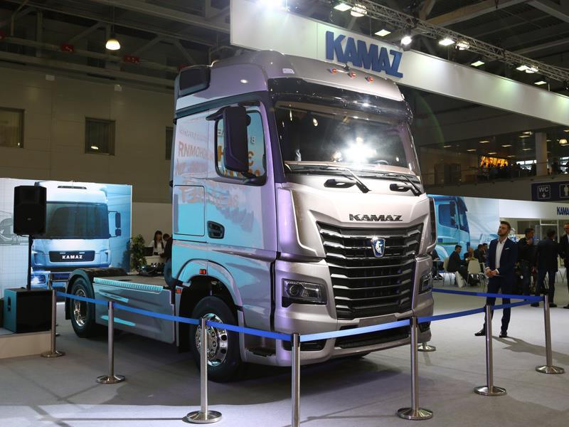 КАМАЗ навыставке «КОМТРАНС-2017» представил автомобиль спринципиально новоиспеченной кабиной