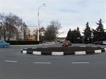 Дмитрий Медведев изменил правила проезда круговых перекрестков