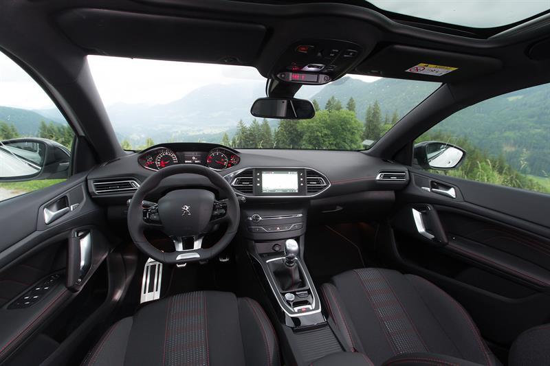 Автомобильные новинки  Обновленный Peugeot 308 добрался до РФ 5e79eff40d630