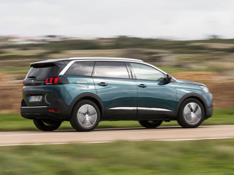 Автомобильные новинки  Новый Peugeot 5008 приедет в РФ в начале 2018 ... f7a39a671a33b