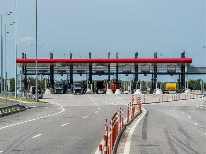 В РФ могут начать облагать штрафом забесплатный проезд поплатным дорогам