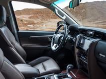 Новый Toyota Fortuner стал дешевле Land Cruiser Prado, фото 3