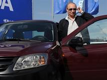 Путин пообещал подумать о снижении цен на бензин