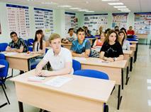 Глава ГИБДД предложил выдавать права в школах, фото 1