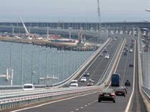 Грузовикам разрешили ездить по Крымскому мосту