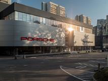 На открытии нового Порше Центр Ленинский представили новый электрический спорткар Porsche Taycan.