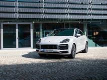 Porsche научил Cayenne дольше обходиться без ДВС