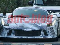 Шпионы сфотографировали новый гиперкар Ferrari, фото 1